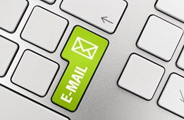 billentyűzeten email